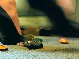 Giantess Jewel Crushes Cars With Metal Heels Free Porn B2