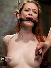 Top GirlGirl Starlet Justine Joli Returns to HogTied