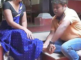 Desi Exposes Sexy...