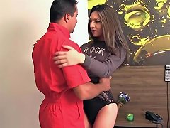 Cute Transsexual Babi Aydal Invites A Guy Up To Fuck Her Txxx Com